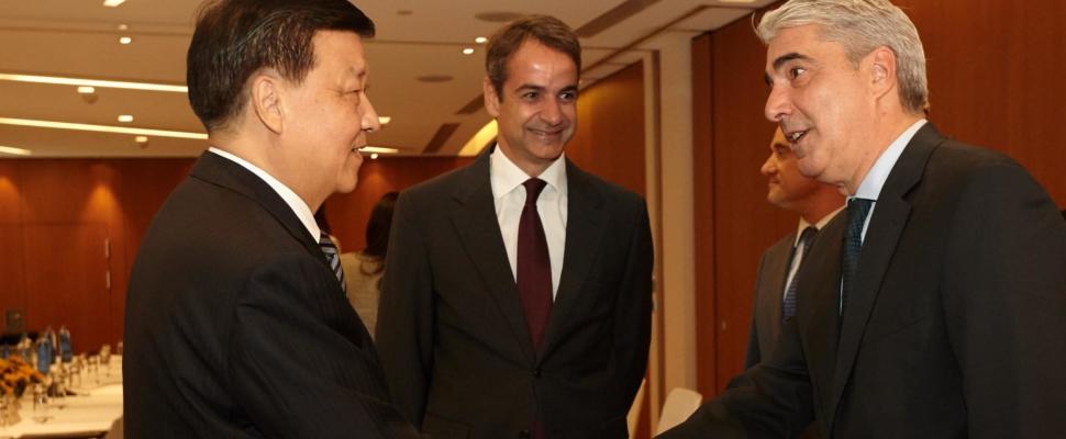 Με τον Liu Yunshan